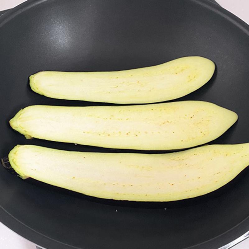 Wash eggplants and asparagus.