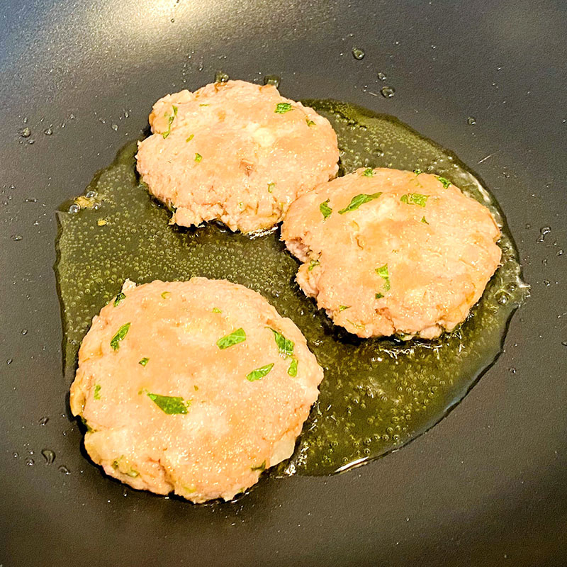 Warm up your frying pan and fry the cutlets on both sides for about 3min. ( one side 1.5min)