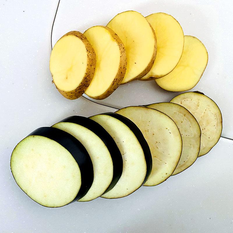 Meanwhile, wash potato and eggplant. Then slice them. ( 1.5cm slice)