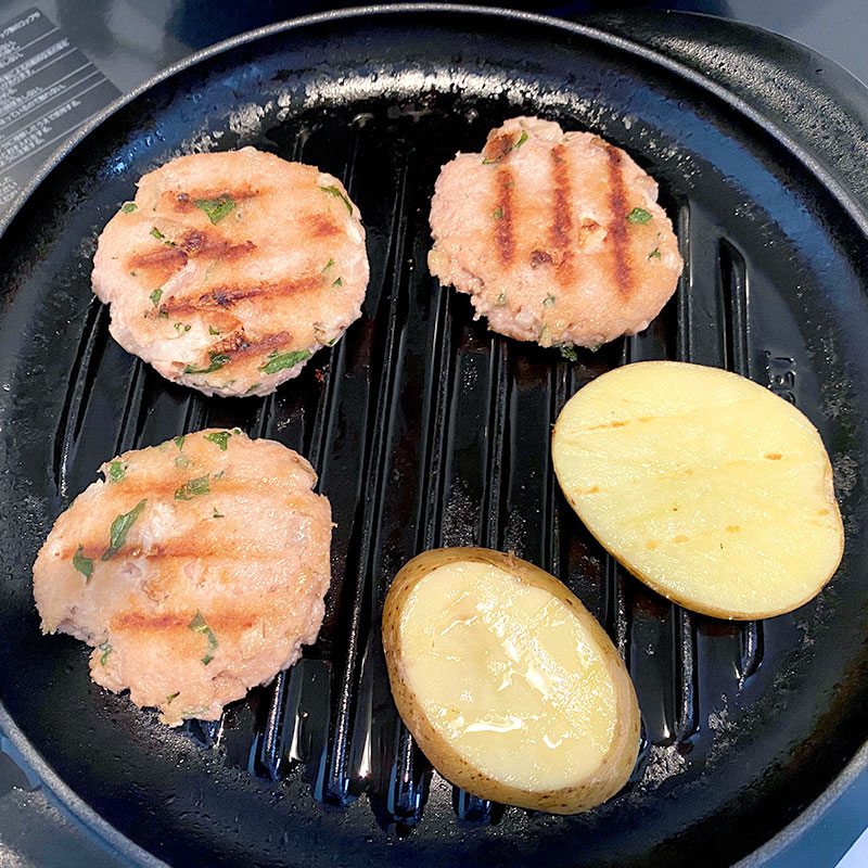 Grill potato and eggplant slices and Iburi-gakko and Shiso cutlets, until all get soft and juicy. ( about 7 min)