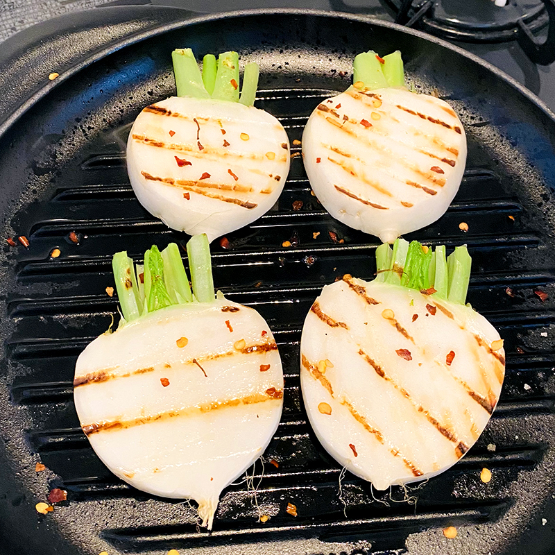 Grill on both sides and sprinkle with Sichuan pepper.