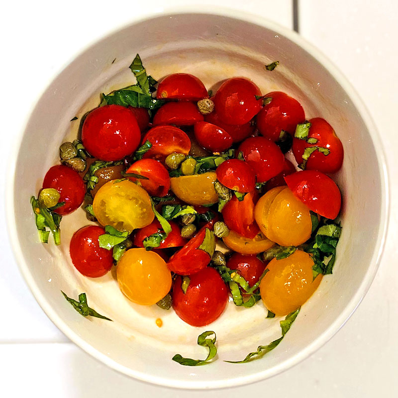 オリーブオイルとケーパーを加え、混ぜる。