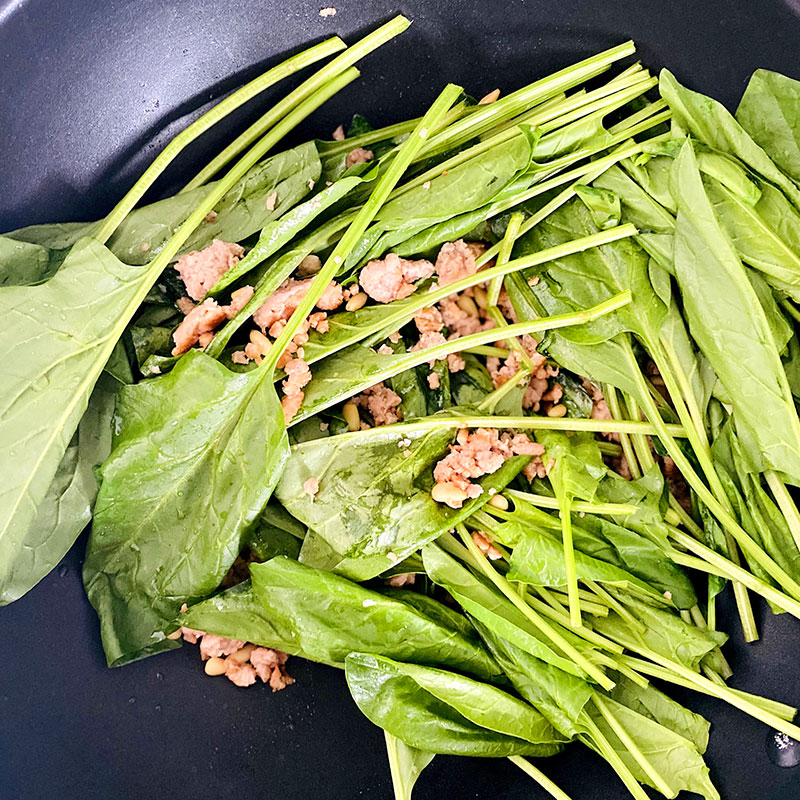 Add the spinach to the SoMeat and fry until the spinach gets wilted.